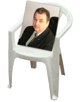 Прекрасные пластмассовые стульчики
