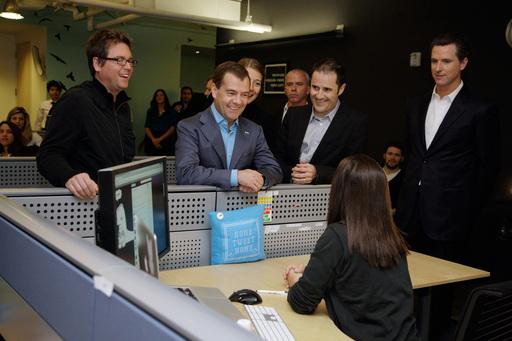 Президент Медведев в офисе компании Twitter