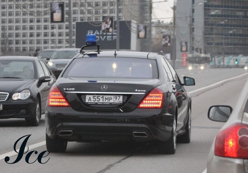 Автомобиль губернатора Мурманской области Mercedes s500 А551МР97