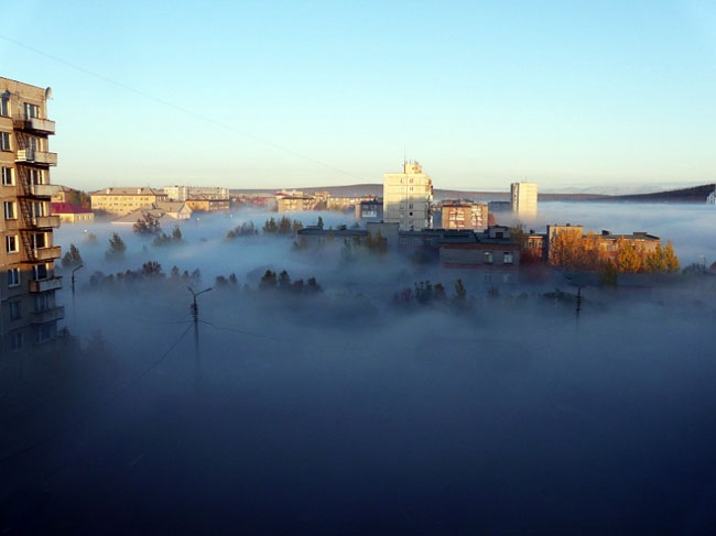 Мончегорск накрыл туман вперемешку с сернистым газом
