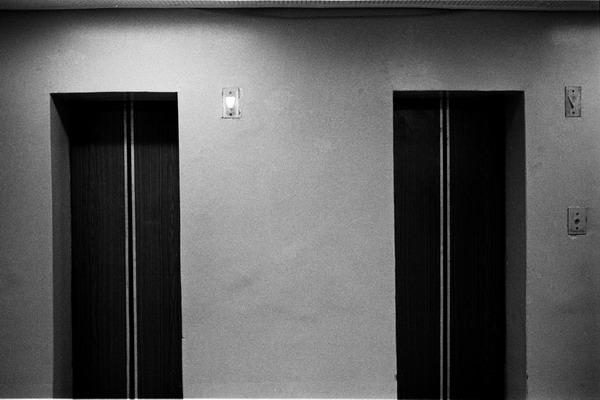 Плохой мир лучше сломанного лифта