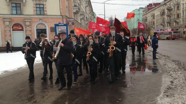 Коммунисты призвали готовиться к выборам и отставке Медведева