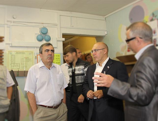 Депутат Крупадеров осуществил алкорейд в кабинет Чернева